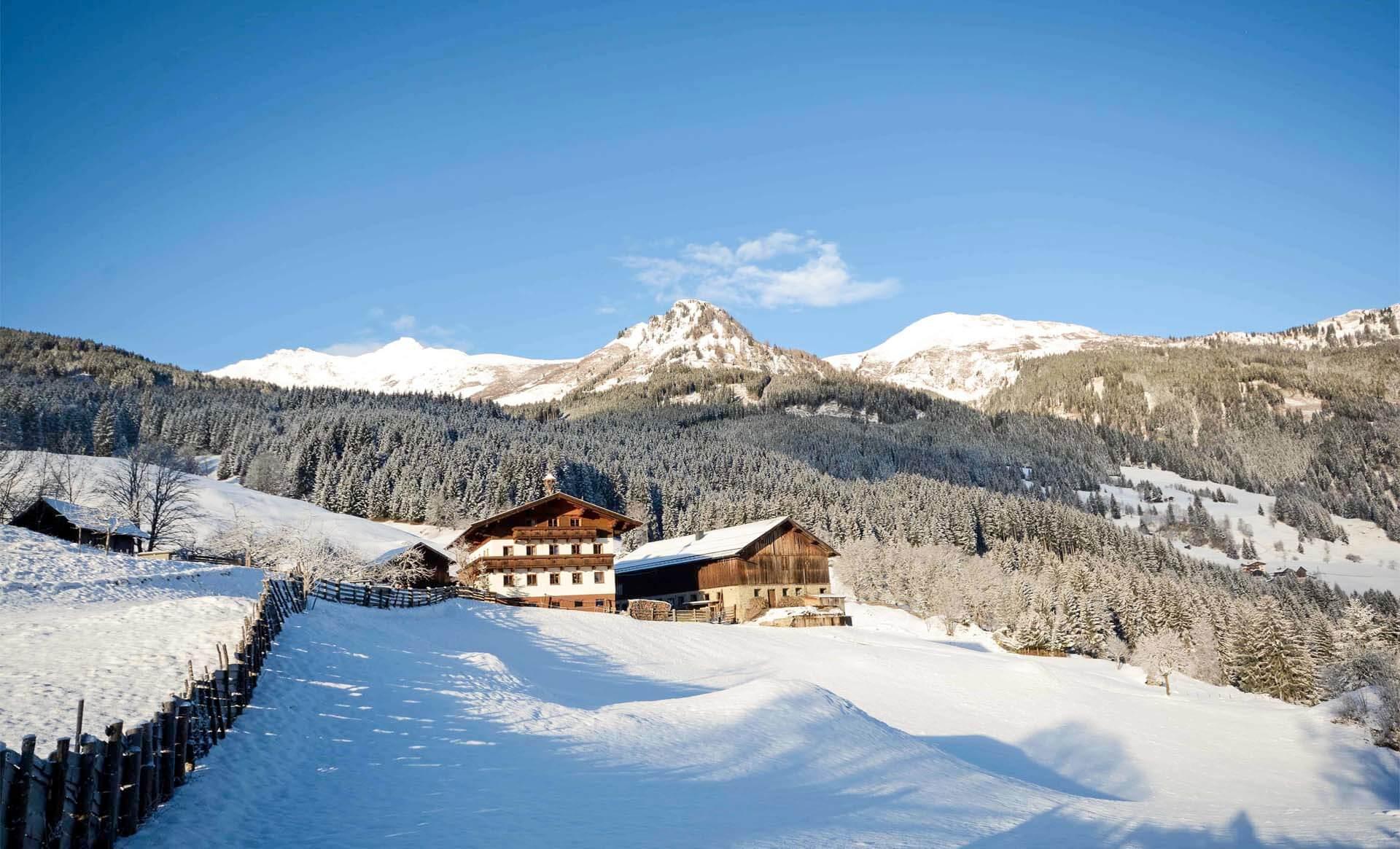 Winterlandschaft mit Alm und alten Bauernhof, Gasteinertal bei Bad Gastein, Pongau Alpen
